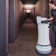 SaviOne – The First Delivery Robot for Hotels